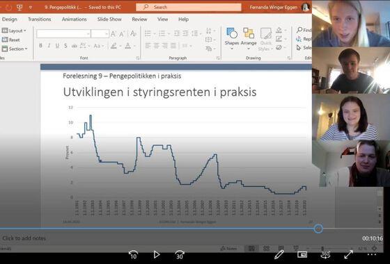 Bilde av studenter og en powerpoint på en dataskjerm.