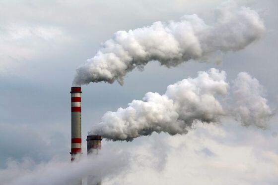 Bildet kan inneholde: forurensing, røyk, geologisk fenomen, skorstein, kraftstasjon.