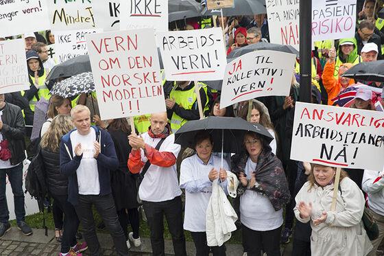 Mennesker demonstrerer