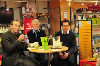 Lunch with Thomas at Akademika bookshop with Fredrik Engelstad and Hans Erik Næss.