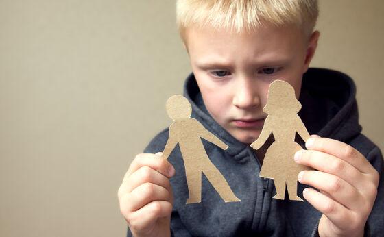illustrasjon av trist barn