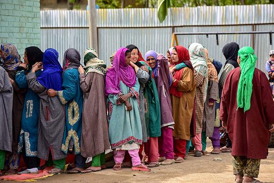 Kvinner i valgkø i India