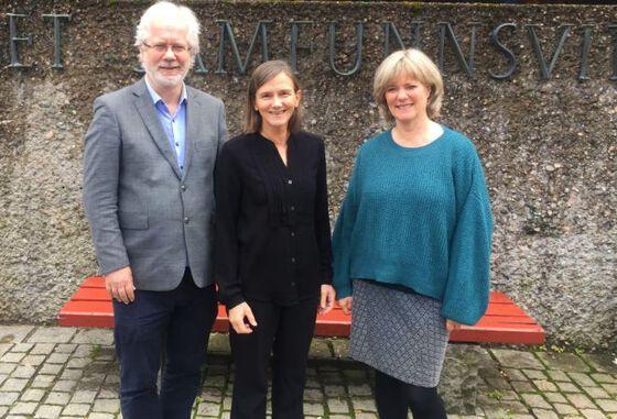 Ny ledertrio på SV? Anne julie Semb (i midten) ønsker å bli ny dekan på SV med Thore Nilssen som prodekan og Trine Waaktaar, som visedekan.(Foto: Gro Lien Garbo/ UiO)