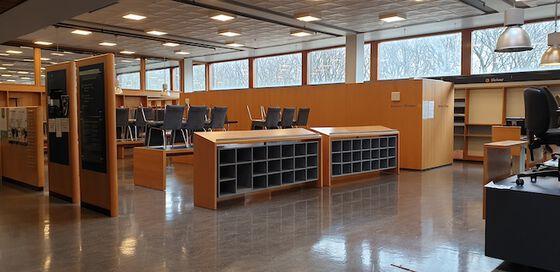 Bildet kan inneholde: bygning, gulv, rom, gulv, møbler.