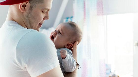 Kunnskapen om at også far kan rammes av fødselsdepresjon, bør få konsekvenser for hjelpeapparatets praksis, mener Eivor Fredriksen