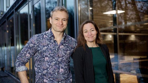 Professorparet Anders Martin Fjell og Kristine Beate Walhovd mottar Demensforskningsprisen fra Nasjonalforeningen for folkehelsen