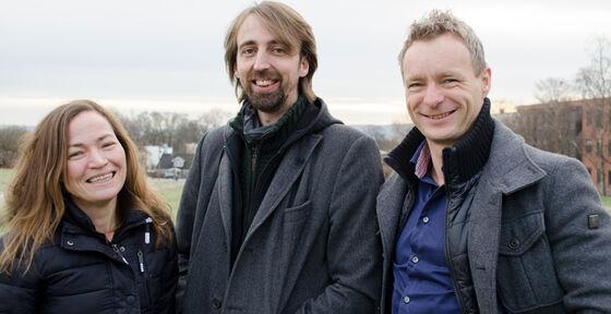 Professor Kristine Beate Walhovd (t.v.)har gått helt til topps i en storpottfra Det europeiske forskningsrådet (ERC). Her er hun sammen med ledelsen i LCBC, René Westerhausen og mannen Anders Fjell, som også har fått to tildelinger