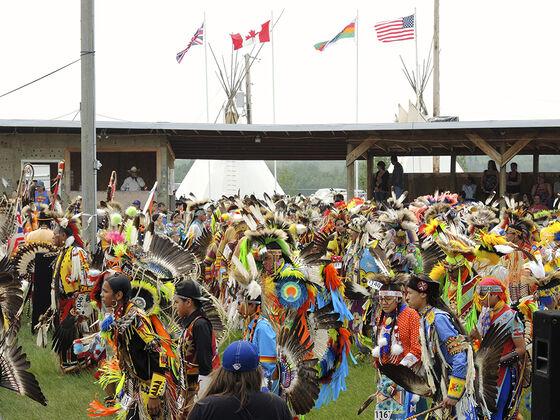 Urfolk går i politisert parade som heter Pow Wow