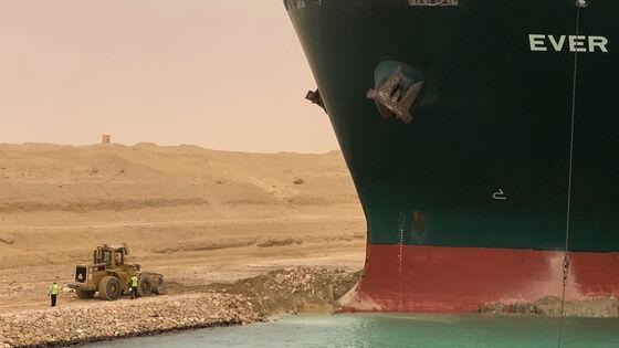 Bildet kan inneholde: kjøretøy, dekk, hjul, båt, sjøarkitektur.