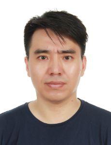 Bildet kan inneholde: ansikt, hår, panne, hake, øyenbryn.