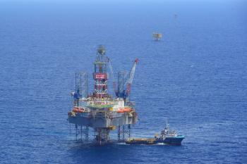 offshore-drilling-oil-rig-and-supply-boat-660x440